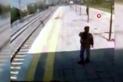 Thót tim xem giải cứu cô gái tự tử trước đầu tàu hỏa