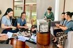Gia đình Lê Bình tặng gần 300 triệu tiền phúng điếu cho bệnh nhân nghèo