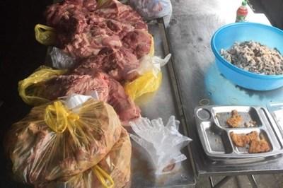 Phát hiện gần 300kg thịt lợn nghi nhiễm sán chuẩn bị chế biến cho học sinh Lào Cai
