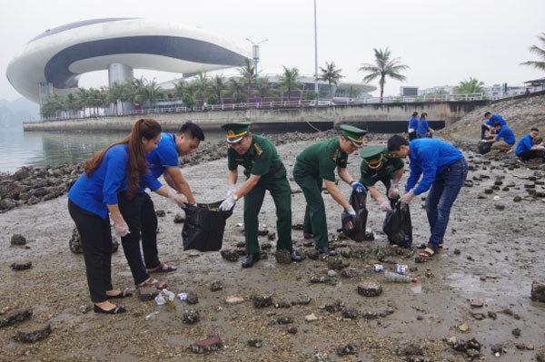 Young people in Quang Ninh, Soc Trang join environmental campaigns