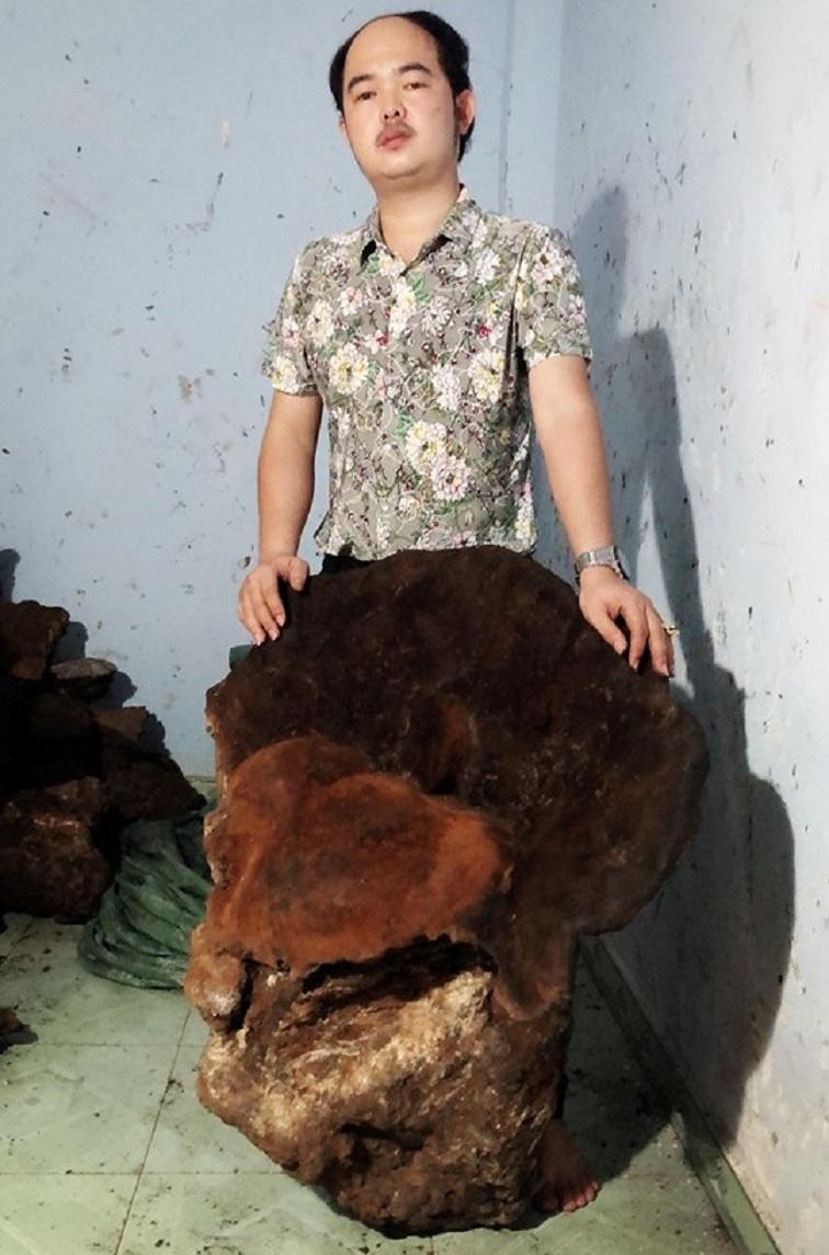 Cây nấm 'khủng' hạng nhất Việt Nam: Nặng 70kg, 60 triệu chưa bán Nam-cho-nang-gan-70kg-3