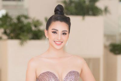 Tiểu Vy ngồi ghế giám khảo chấm Hoa hậu doanh nhân khi mới 19 tuổi