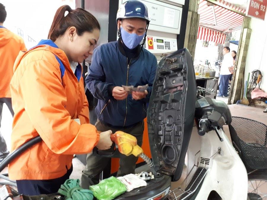 Quỹ bình ổn giá xăng dầu: Người dùng thiệt hơn là được lợi?