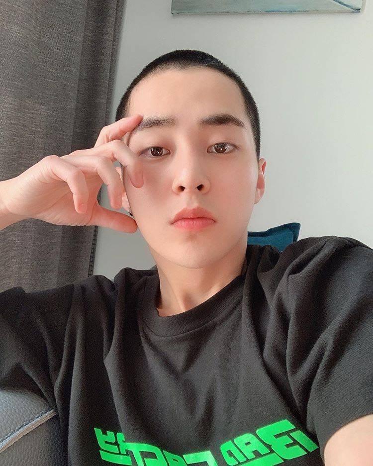Xiumin (EXO) xuống tóc trước thềm nhập ngũ