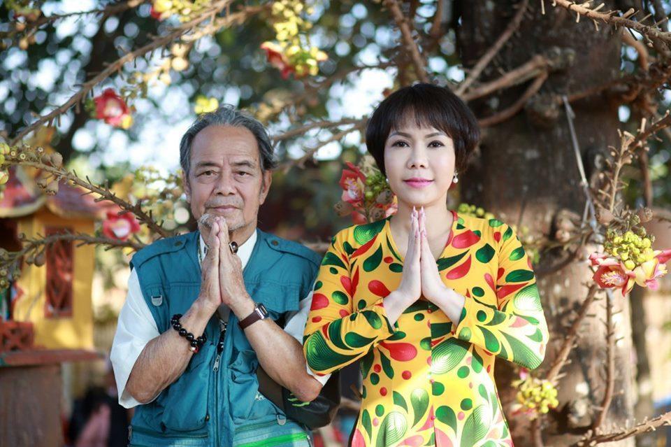 Vợ chồng Việt Hương đau buồn tiễn biệt cha về nơi chín suối