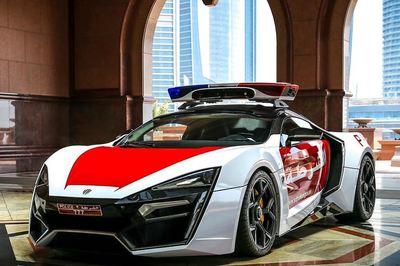Cảnh sát sắm siêu xe triệu đô săn đuổi tội phạm