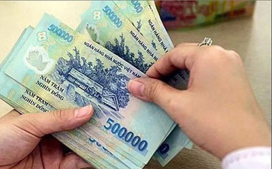 Lương chồng chuyển thẳng tài khoản vợ: Bộ trưởng nói hợp lý