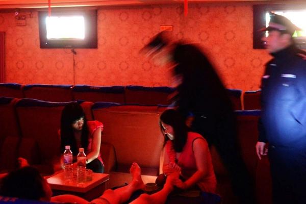 Trung Quốc,Pakistan,mại dâm,môi giới mại dâm,mai mối
