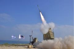 Xem 'Vòm Sắt' Israel chặn cơn mưa tên lửa