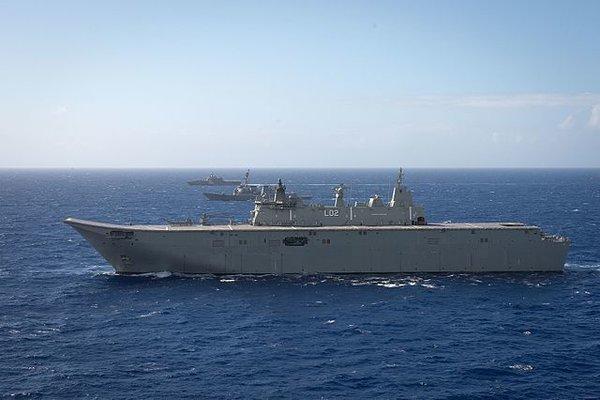 'Soi' tàu chiến lớn nhất Australia đang thăm Việt Nam