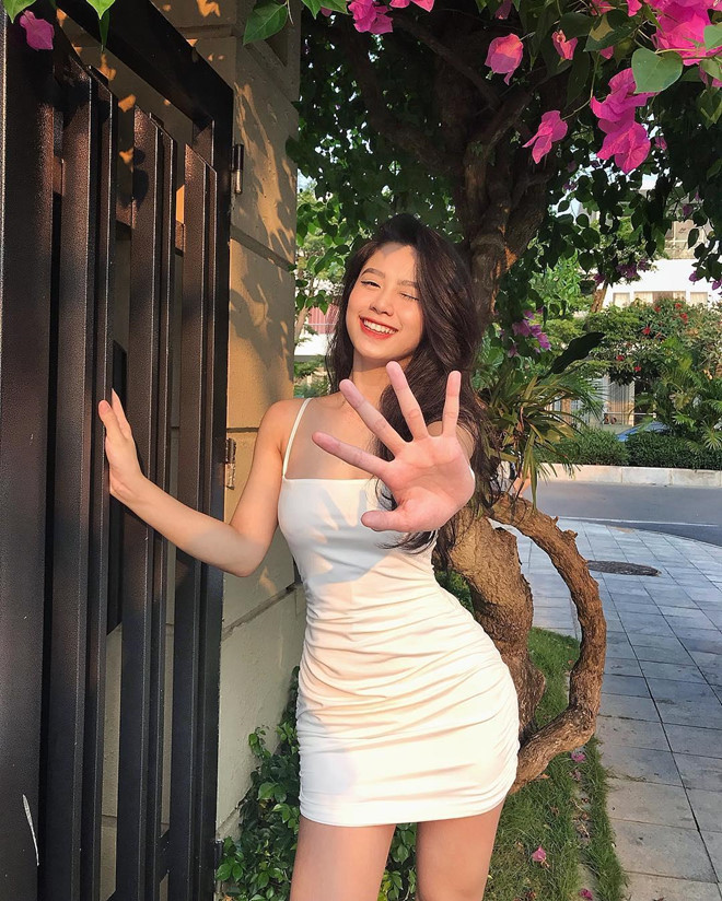 Hot girl Thanh Hóa bị nghi đã dao kéo: 'Cố gắng không nhầm gợi cảm với phản cảm'