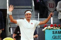 """Federer và Djokovic """"dắt tay nhau"""" vào vòng 3 Madrid Open"""