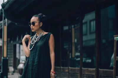 Đoan Trang hóa quý cô sang chảnh trên đường phố Nhật Bản