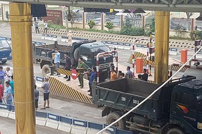 Bộ GTVT ra công điện hỏa tốc, BOT Hòa Lạc vẫn hỗn loạn