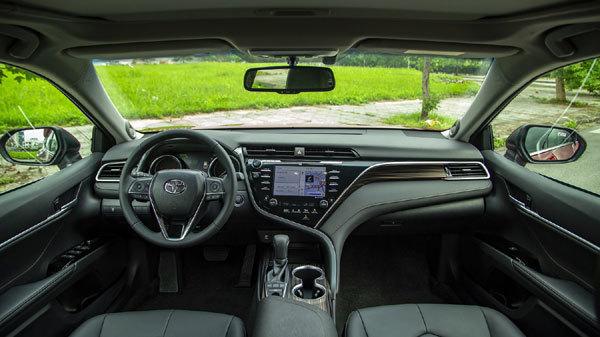 Thêm nhiều công nghệ mới, giá giảm Toyota Camry 'cháy hàng'