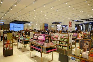 How big is Vietnam's cosmetics market?