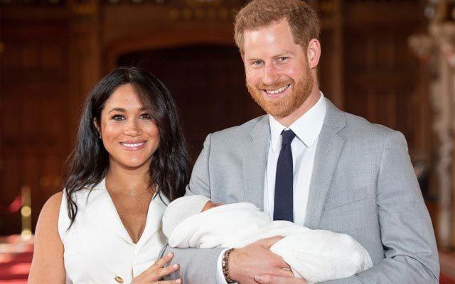 Vợ chồng Hoàng tử Harry công khai hình ảnh đầu tiên về con trai đầu lòng
