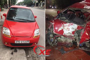Ô tô nát bét sau một đêm đỗ cửa, chủ xe uất nghẹn