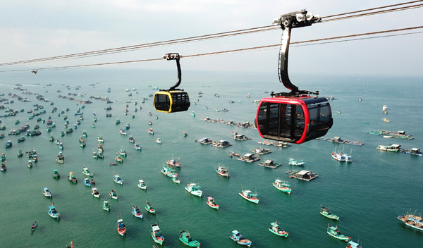 Modern theme parks and man-made marvels energize VN tourism destinations