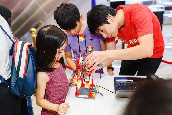 Học sinh Việt Nam tham gia thí nghiệm đến từ NASA