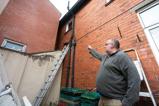 Bán tháo nhà đất, cắt lỗ gần 2 tỷ chỉ vì hàng xóm
