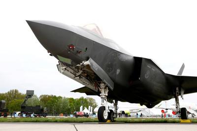 Chiến đấu cơ đỉnh cao F-35 của Mỹ đại hạ giá