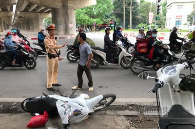 Hà Nội: Đánh CSGT, giải cứu bạn nhậu bị kiểm tra nồng độ cồn