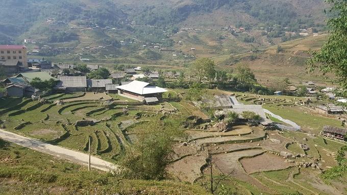 Xã Lao Chải được bao quanh bởi hai dãy núi