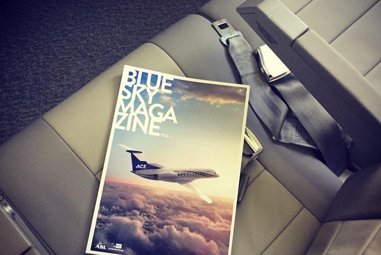 Táy máy lấy món đồ trên máy bay, khách phạm luật quốc tế