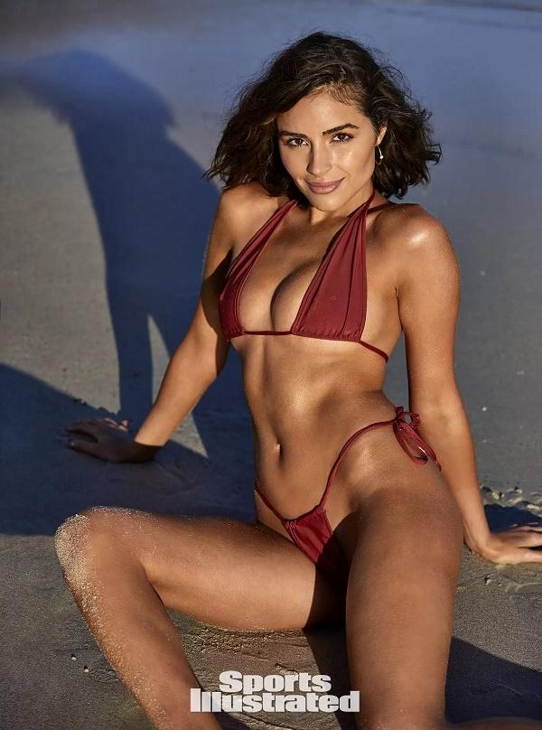 Hoa hậu Hoàn vũ 2012 chụp nude với trăn đánh dấu tuổi 27