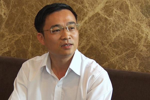 Tạm đình chỉ chức Viện trưởng với 'nhà báo quốc tế' Lê Hoàng Anh Tuấn