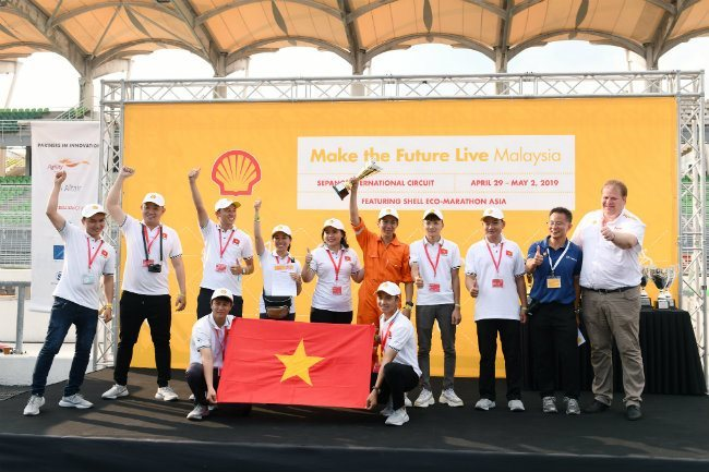 Lac Hong students represent Vietnam at Drivers' World Championship