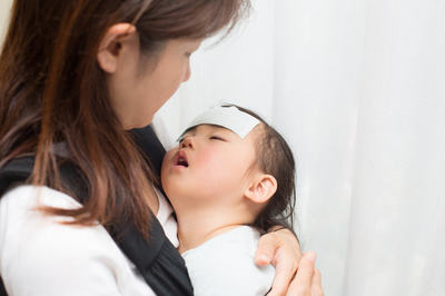 Sốt cao co giật ở trẻ em: Bác sĩ hướng dẫn xử trí đúng cách ngay tại nhà