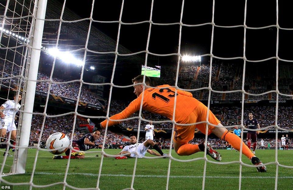 Đánh sập 'hang dơi', Arsenal vào chung kết Europa League