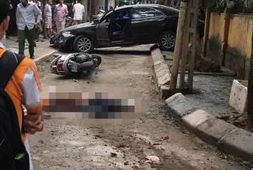 Nữ tài xế lùi Camry cán chết người đi xe máy trên phố Hà Nội