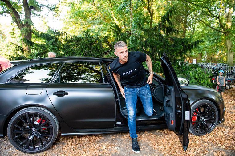 Cầu thủ Tottenham chơi từ siêu xe cho tới xe cỏ Trung Quốc