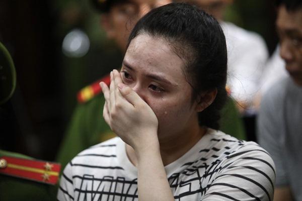 Linh Chi gây tranh cãi khi công khai ủng hộ hot girl Ngọc Miu