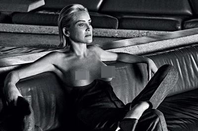 Sao 'Bản năng gốc' chụp ảnh khoe ngực trần ở tuổi 61