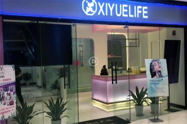 Khỏa thân mát-xa, nữ khách hốt hoảng phát hiện bị livestream