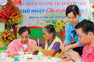 Niềm vui nho nhỏ của nữ điều dưỡng luôn coi bệnh nhân như người nhà
