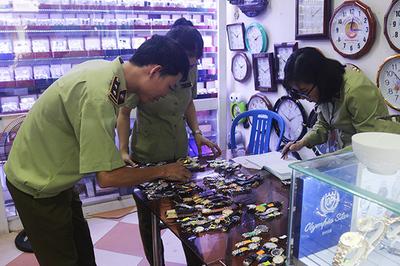 1.300 đồng hồ nhái Tissot, Omega, Rolex bị bắt tại Đà Nẵng