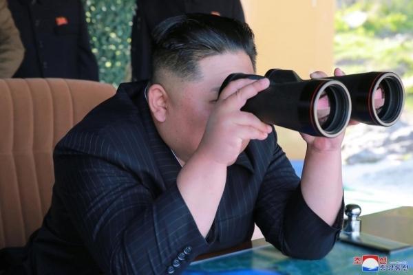 """Kim Jong Un yêu cầu quân đội vào """"tư thế chiến đấu tổng lực"""""""