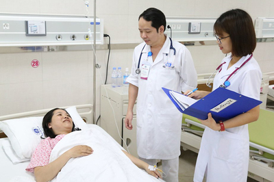 Thai phụ 40 tuổi nghĩ chết trên bàn đẻ, bác sĩ vừa mổ lấy con vừa cứu mẹ