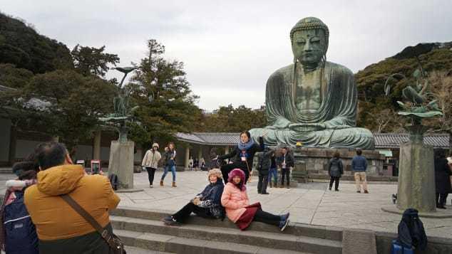 Lý do thành phố này ở Nhật cấm du khách vừa đi vừa ăn