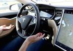Trải nghiệm ô tô Tesla tự lái hoàn toàn, tài xế buông vô lăng