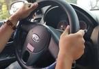 Vợ ngã quỵ phát hiện dấu chồng và bạn thân ngoại tình trên ô tô