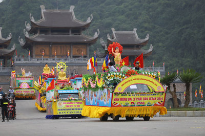 Rước 400 xe hoa mừng Đại lễ Phật đản Vesak 2019