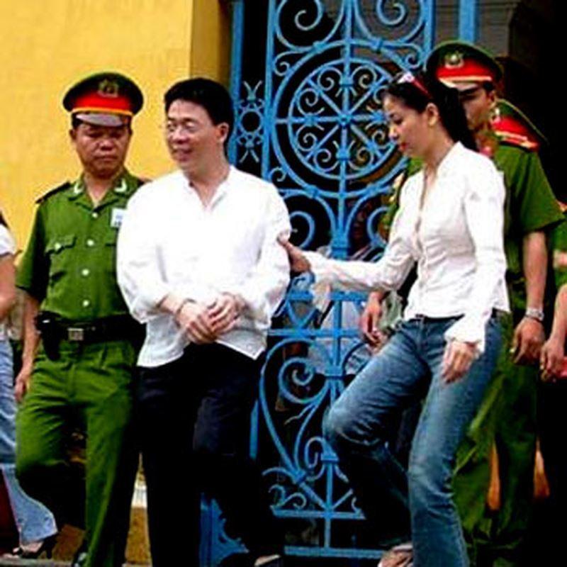 Đại gia bán điện thoại vào tù, đứt tình với hoa hậu nổi tiếng