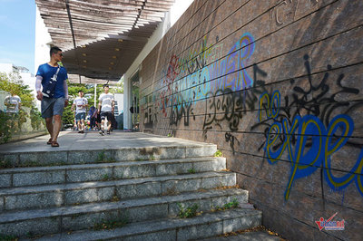 Đà Nẵng: Hàng loạt tuyến phố được 'trang điểm' quá trớn