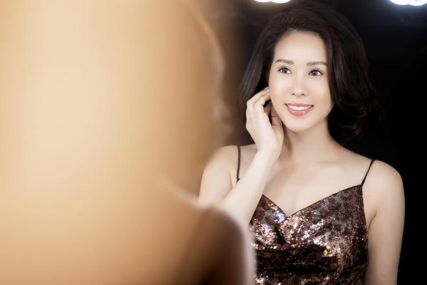 Hoa hậu Thu Hoài khoe mốt tóc ngắn trẻ trung, tự tin mặc váy sexy